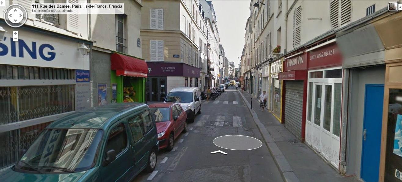 Hacia la izquierda es la calle Rue de Saussure.