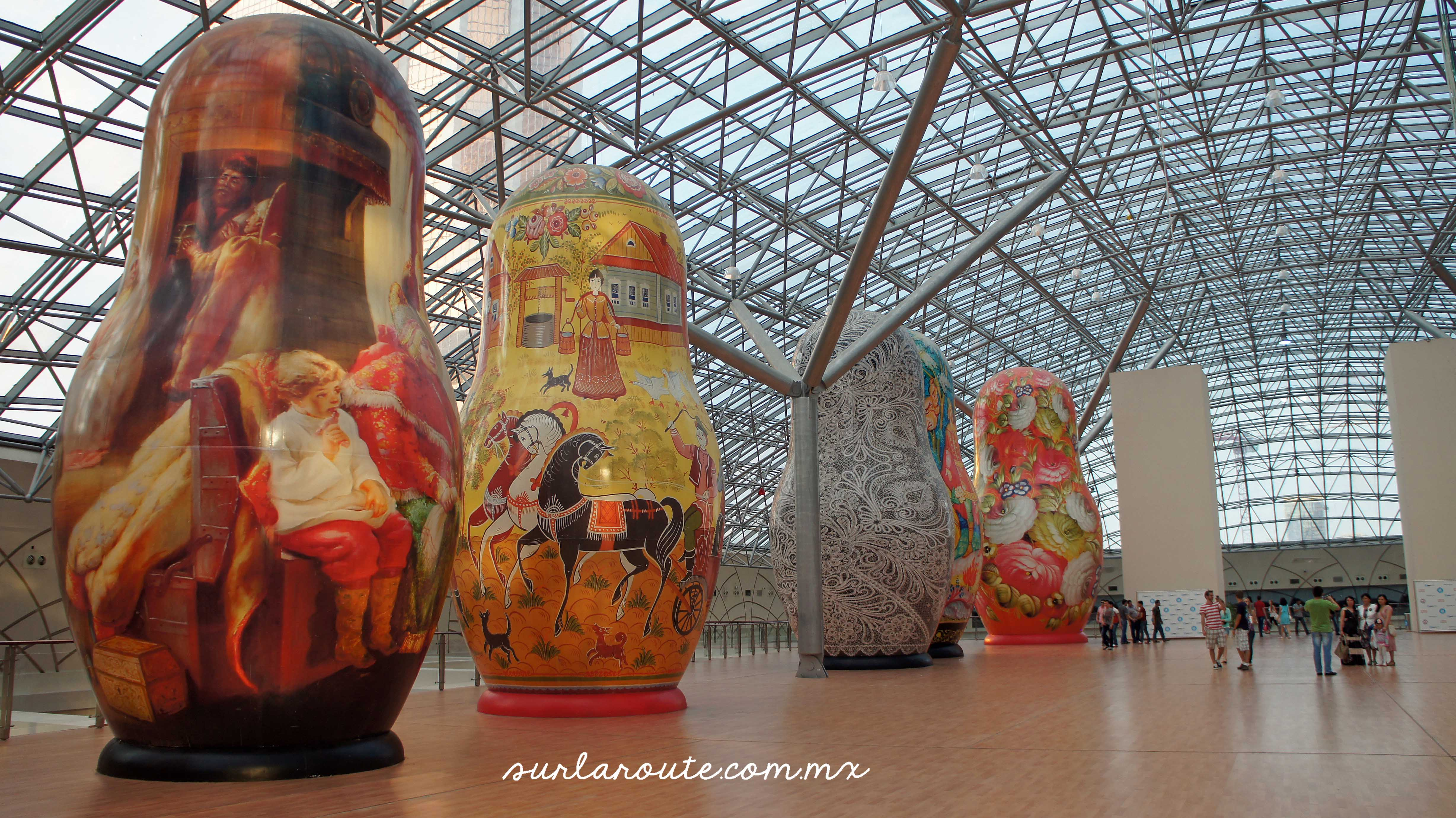 Giant Matryoshkas - Гигантские матрешки in Moscow city.